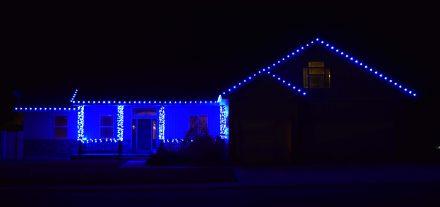Simple, Classy Blue Roofline Lights